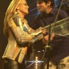 Xander reikt award uit aan Anastacia